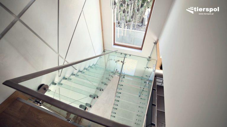 Przyciągające wzrok, oryginalne szklane schody wspornikowe